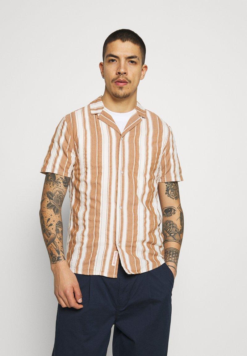 REVOLUTION - SHORT SLEEVED CUBAN SHIRT - Shirt - brown
