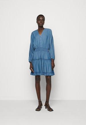 LAUREN SUMMER TUNIC - Denimové šaty - indigo