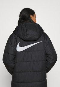 Nike Sportswear - CORE - Vinterkappa /-rock - black/white - 5