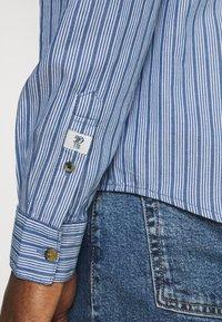 TOM TAILOR DENIM - STRIPED LONG SLEEVE - Skjorta - blue - 5