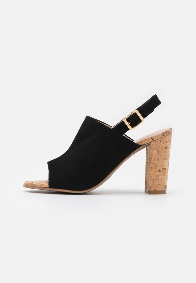 TURRI - Sandaalit nilkkaremmillä - black
