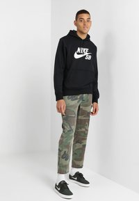 Nike SB - ICON HOODIE PO ESSNL UNISEX - Hættetrøjer - black/white - 1