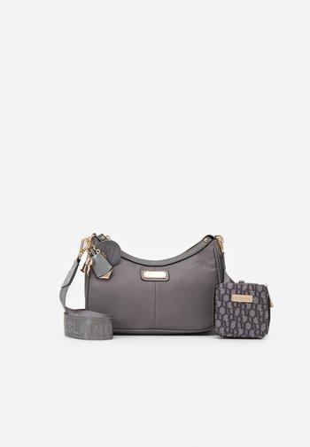 SET - Across body bag - grey
