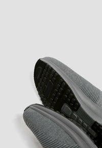 PULL&BEAR - Vysoké tenisky - grey - 4