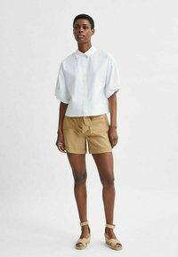 Selected Femme - TENCEL LYOCELL - Shorts - beige - 1