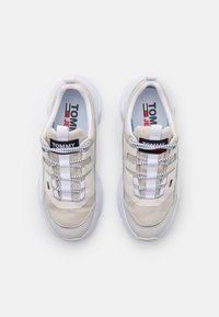 Tommy Jeans - LIGHTWEIGHT SHOE - Sneakers - white - 5