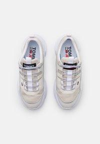 Tommy Jeans - LIGHTWEIGHT SHOE - Tenisky - white - 5
