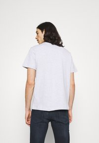 Tommy Jeans - BADGE TEE  - T-paita - silver grey heather - 2