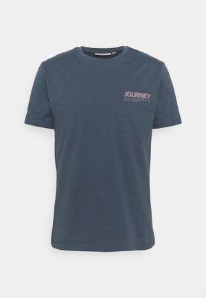 AARHUS  - T-shirt med print - turbulence