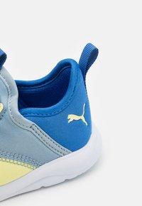 Puma - FUN RACER SLIP ON ELEVATE UNISEX - Neutral running shoes - blue fog/yellow pear - 5