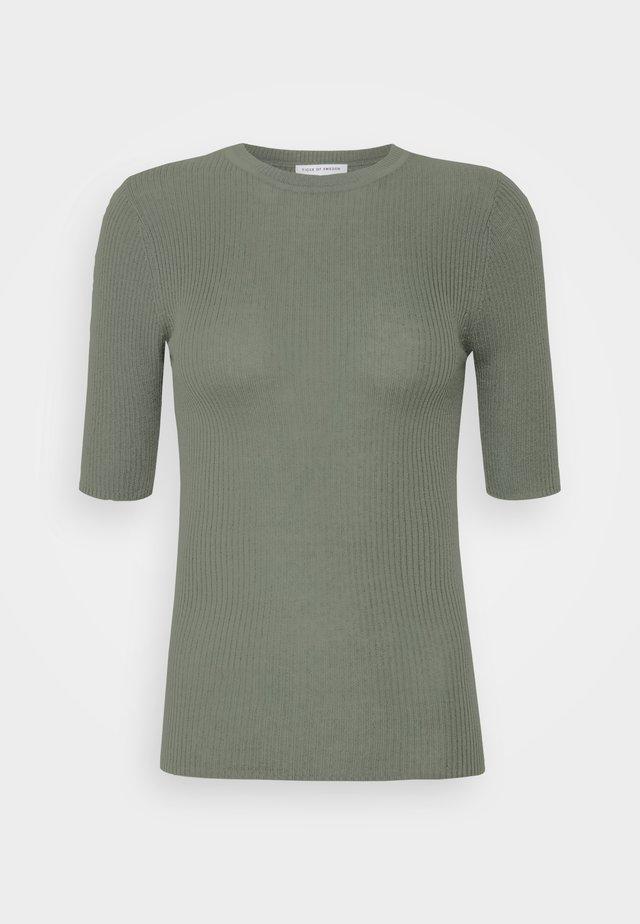 ORVI - Jednoduché triko - evergreen