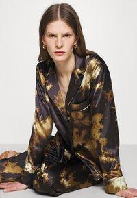 Alexa Chung - PYJAMA - Pyjama top - black/brown - 3
