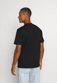 Chi Modu - PAC BANDANA - Print T-shirt - black - 2