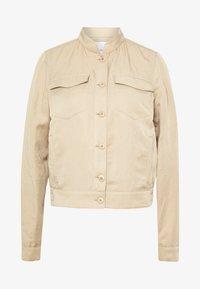 SHAPE FLAT FLAP POCKET DETAILS - Summer jacket - warm sand
