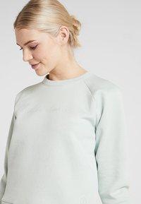 Under Armour - RECOVERY SCRIPT CREW - Sweater - green medium heather/onyx white - 3