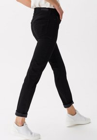 BRAX - STYLE SHAKIRA - Slim fit jeans - clean black - 2