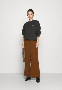 Carhartt WIP - TYPEFACE  - Sweatshirt - black/white - 1