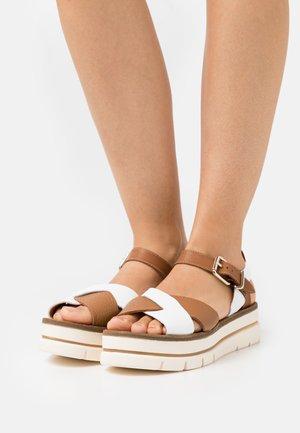 Platform sandals - blanco/tabaco