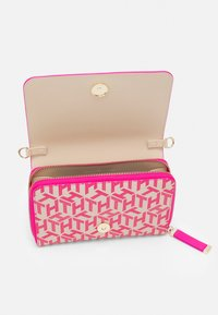 Tommy Hilfiger - ICONIC CROSSOVER MONO - Wallet - pink - 2