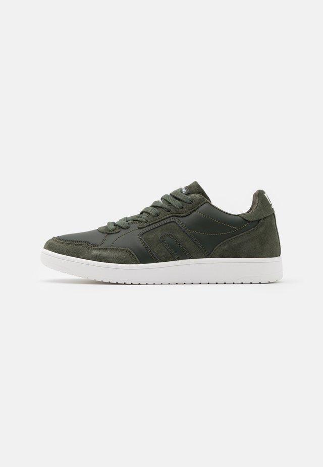 Sneakers laag - rosin