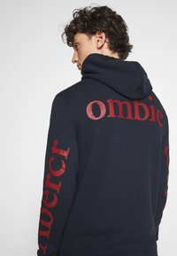 Abercrombie & Fitch - EXPLODED LOGO - Sweatshirt - navy - 4