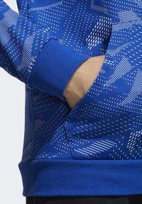 adidas Performance - ESSENTIALS ALLOVER PRINT HOODIE - Hoodie - blue - 6