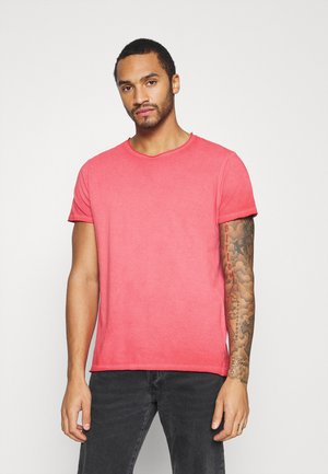 RADICAL - Basic T-shirt - red cool wash