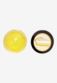 Revolution Skincare - REVOLUTION SKINCARE X JAKE JAMIE LEMON MERINGUE LIP MASK - Esfoliante labbra - - - 1