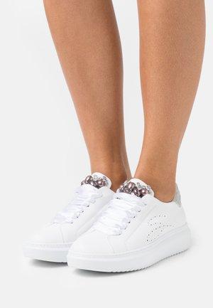 AGATA - Sneakers laag - grigio chiaro