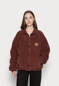 BDG Urban Outfitters - CREST BILLY JACKET - Lett jakke - burgundy - 0