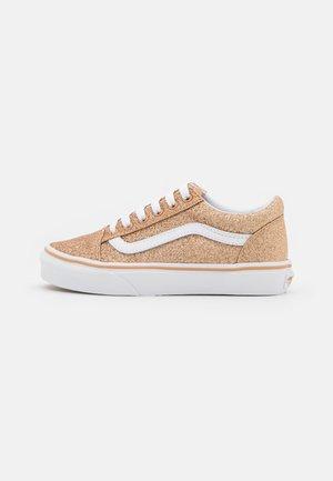 OLD SKOOL - Sneakers laag - amberlight/true white
