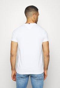 Tommy Hilfiger - FLAG TEE - Print T-shirt - white - 2