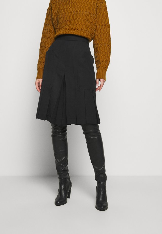 PLEAT FRONT CULOTTES - Shorts - black