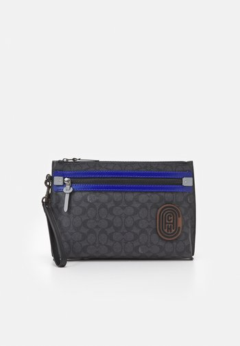 ACADEMY POUCH IN SIGNATURE FEATURING PATCH