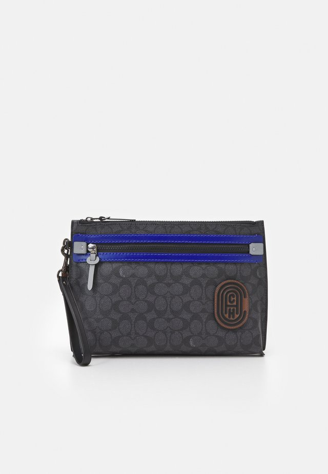 ACADEMY POUCH IN SIGNATURE FEATURING PATCH - Sac bandoulière - black