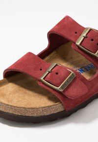 Birkenstock - ARIZONA SOFT FOOTBED NARROW FIT - Tofflor & inneskor - antique port - 5