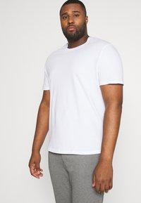TOM TAILOR MEN PLUS - DOUBLE PACK CREW NECK TEE - Basic T-shirt - white                         white - 0