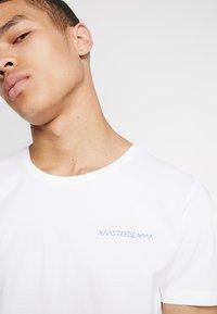 Amsterdenim - GROETEN UIT - T-shirt con stampa - white - 3