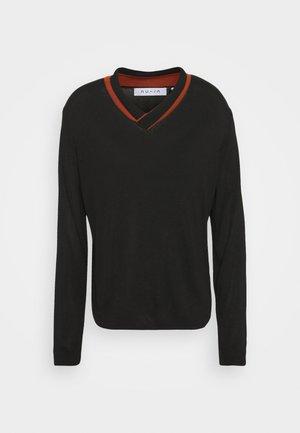 CONTRAST V-NECK JUMPER - Pullover - deep black/rust