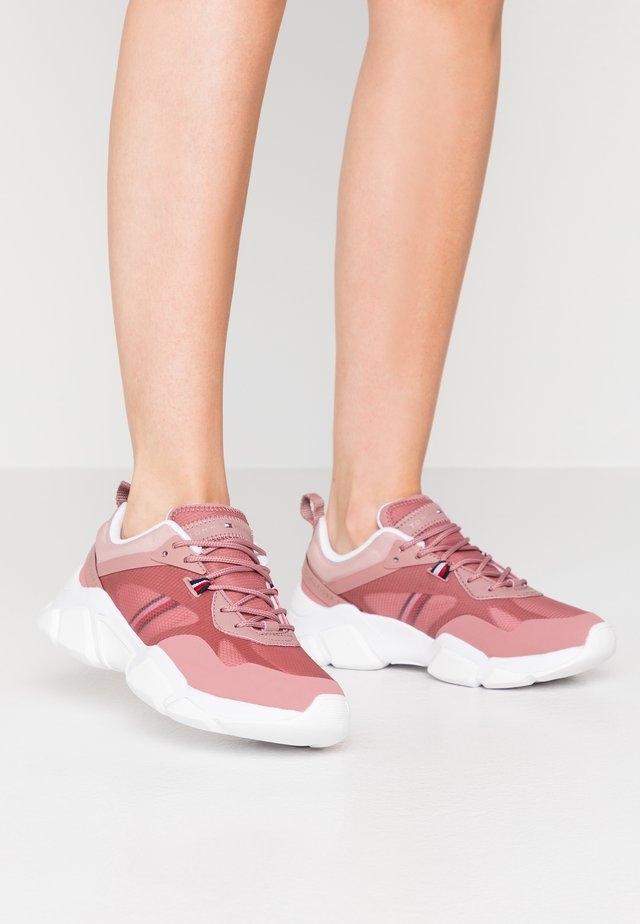TECHNICAL CHUNKY - Trainers - misty red