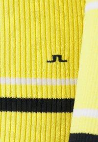 J.LINDEBERG - BERTHE STRIPED GOLF - Svetr - butter yellow - 3