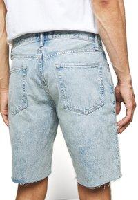 GAP - Denim shorts - light wash - 2