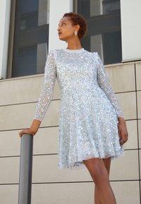 Needle & Thread - AURELIA LONG SLEEVE MINI DRESS - Koktejlové šaty/ šaty na párty - dove blue - 2