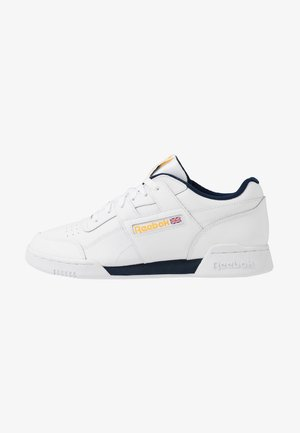 WORKOUT PLUS LEATHER UPPER SHOES - Matalavartiset tennarit - white/collegiate navy/toxic yellow