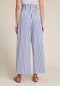 Luisa Spagnoli - Trousers - bianco/righe azzurre - 1