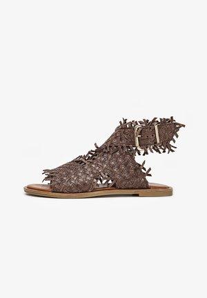 Sandalen met enkelbandjes - brown brn