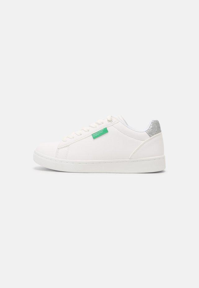 LABEL GLITTER - Sneakers - white/silver