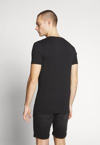 Calvin Klein Jeans - ESSENTIAL V NECK TEE - T-shirt basic - ck black - 2