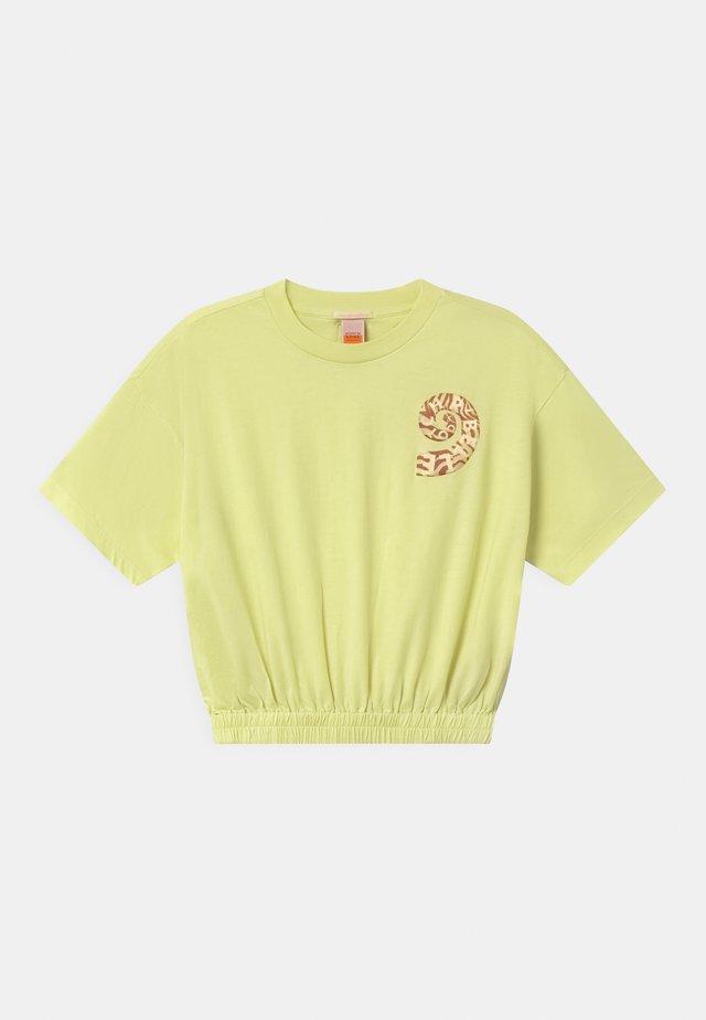 SHORT SLEEVE TEE WITH ELASTICATED HEM - Print T-shirt - lemon freeze