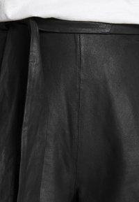 DEPECHE - Shorts - black - 4